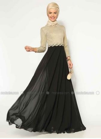 Robe noir femme voilee