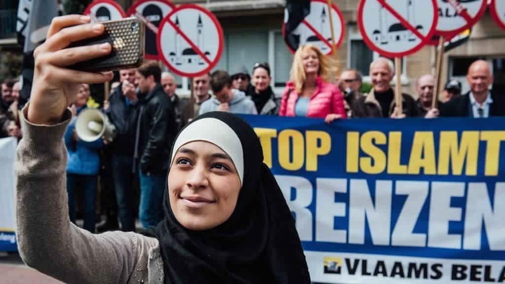 Jeune Fille Musulmane voilée 1