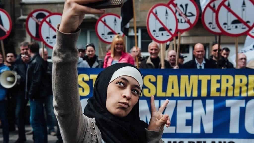Jeune Fille Musulmane voilée 2