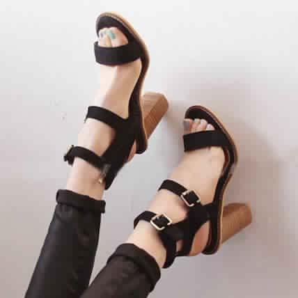 Sandales à Petit Talon17