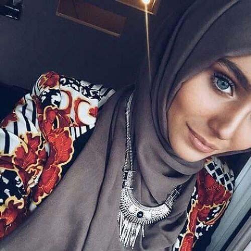 Comment Mettre Le Collier de Perles Avec Le Hijab14