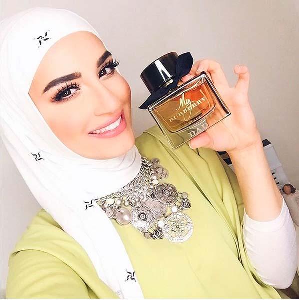 Comment Mettre Le Collier de Perles Avec Le Hijab2