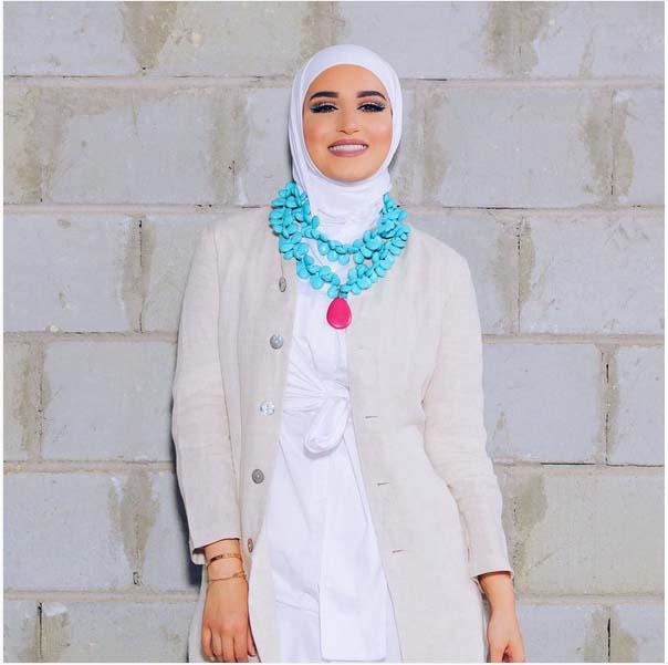 Comment Mettre Le Collier de Perles Avec Le Hijab5