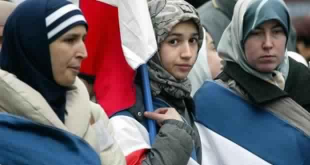 les-femmes-voilees-sont-de-plus-en-plus-mal-vues-dans-leur-propre-pays2