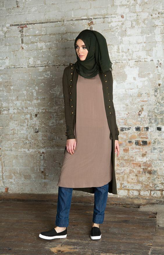 Sa Robe Longue Avec La Hijab11