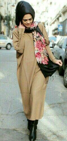 Sa Robe Longue Avec La Hijab12