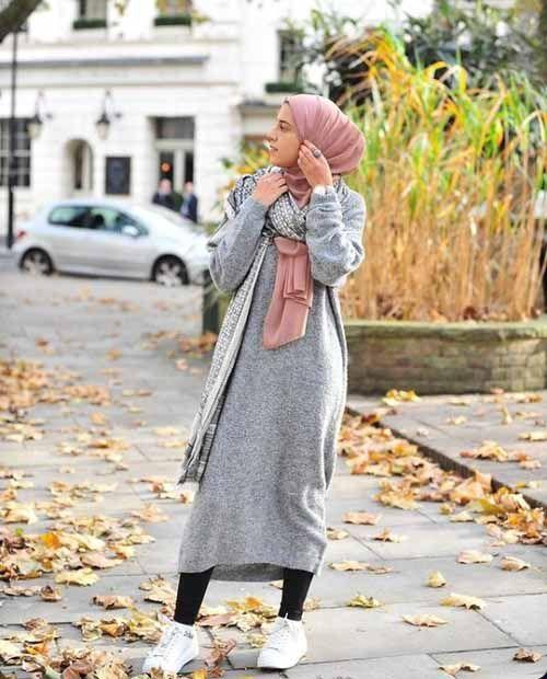 Sa Robe Longue Avec La Hijab14