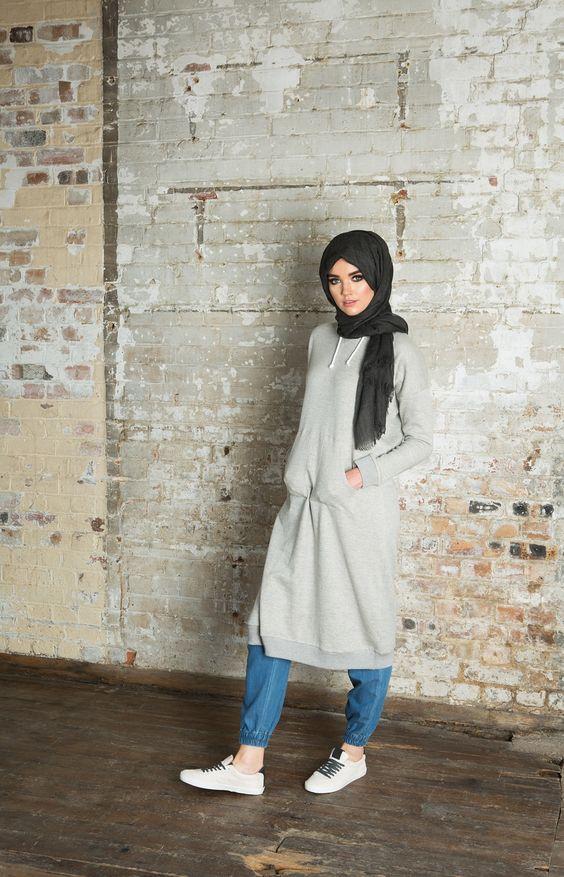 Sa Robe Longue Avec La Hijab2