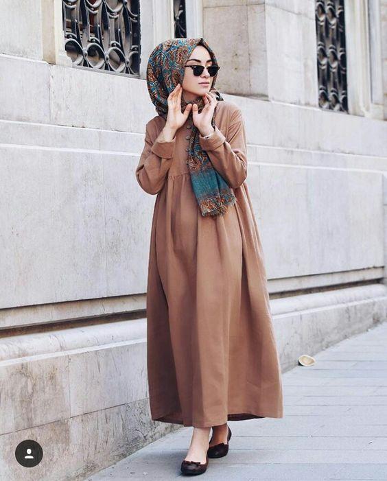 Sa Robe Longue Avec La Hijab4