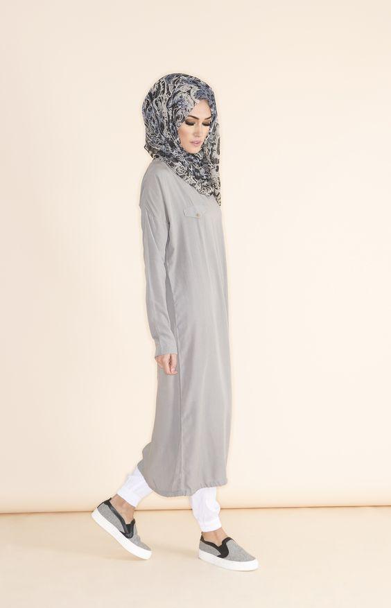 Sa Robe Longue Avec La Hijab6