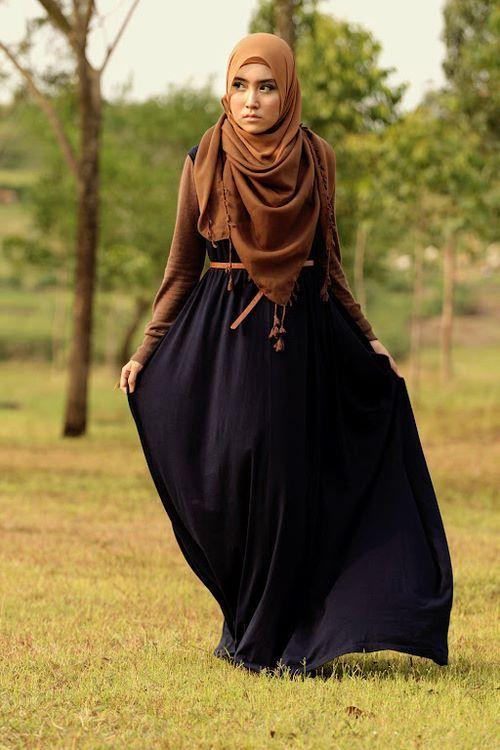 Sa Robe Longue Avec La Hijab8
