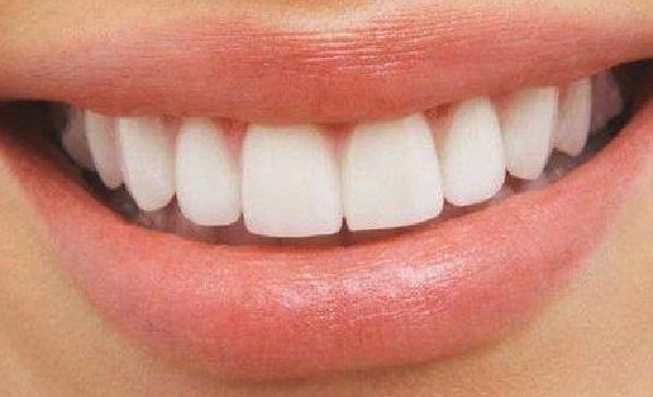 blanchir ses dents avec eau oxygne excellent dentifrice fraise dents blanches et enlever les. Black Bedroom Furniture Sets. Home Design Ideas